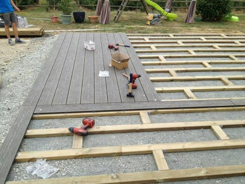 Pose de terrasse sur plot réglable dalles carrelage céramique 2cm épaisseur àParthenay