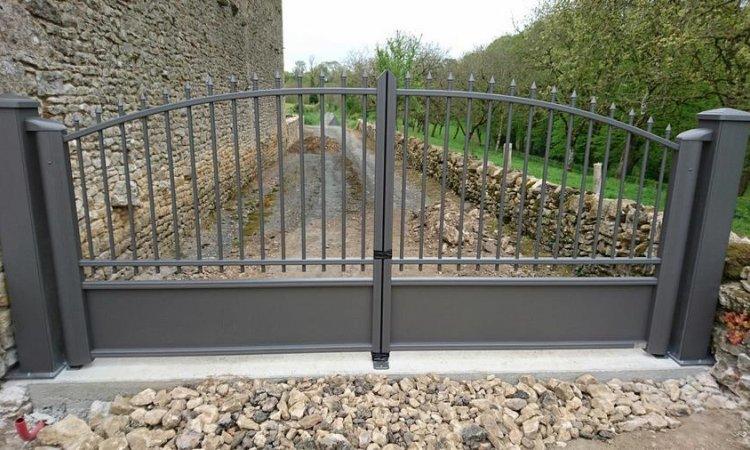 Menuiserie Guillon Parthenay - Pose de portails
